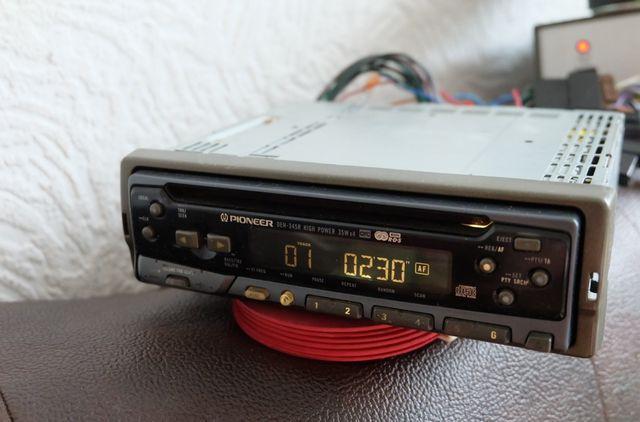 Radioodtwarzacz samochodowy CD PIONEER DEH 345R + ISO , klasa A