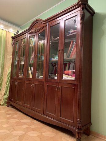 Книжный шкаф .Италия