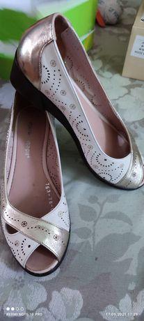 Туфли летние перфорированные цвет беж/золото размер 39 продам.