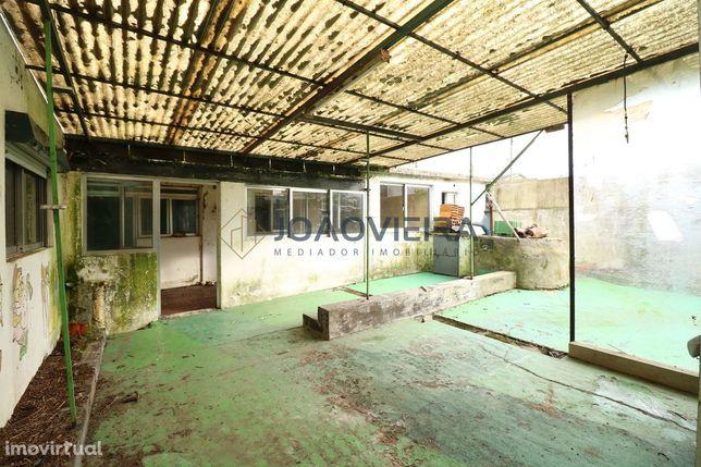 Moradia para restauro T1 térrea no centro de Loure, São João de Loure