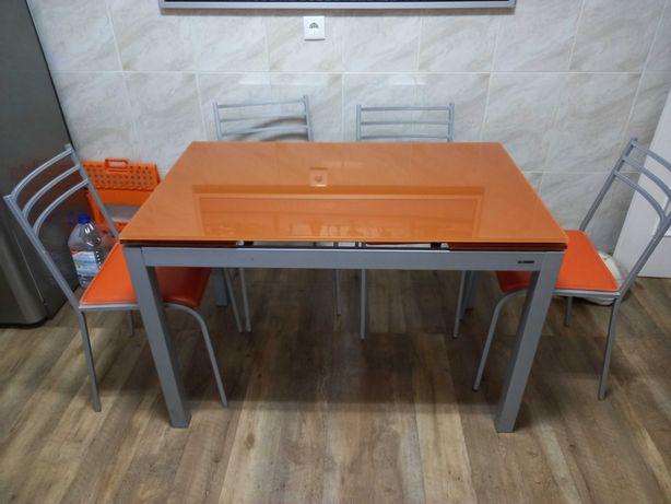 Mesa de cozinha vidro temperado extensível e 4 cadeiras