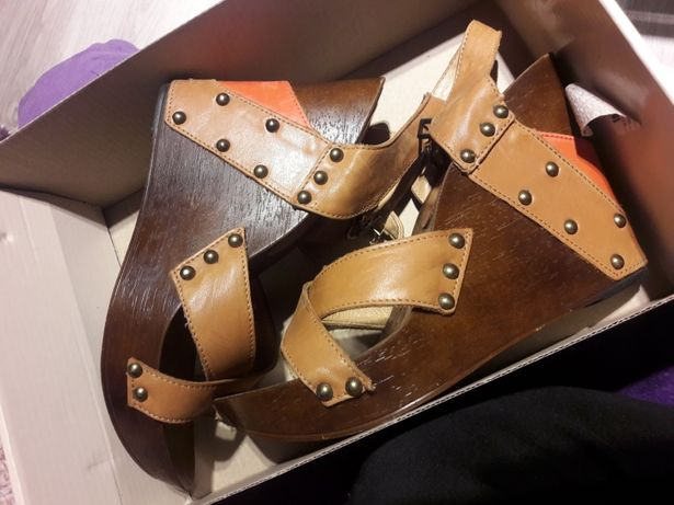 SKÓRA sandały na koturniu lasocki