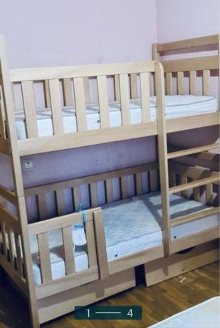 Срочно!двухярусная кровать, матрасы в подарок,деревянная