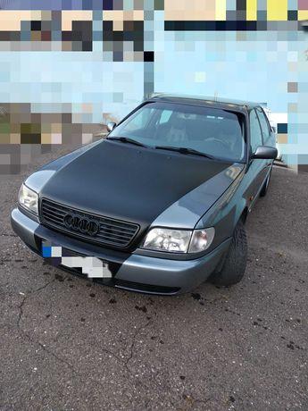 Легендарная Audi А6С4 1.8 б/газ 1995г продаю