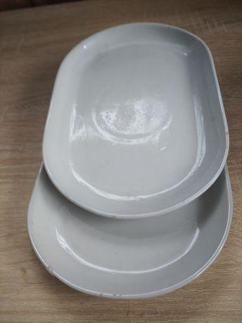 В наявності білий посуд.