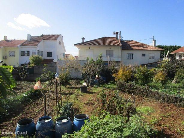 Terreno com 324 m2 em Vila Fria