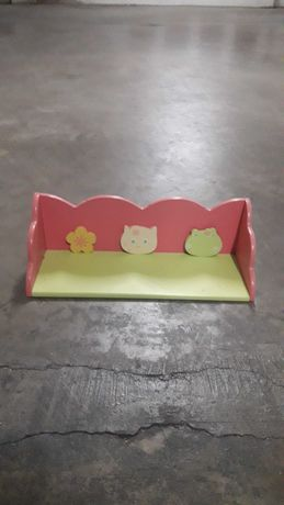 Prateleira para quarto de criança