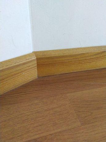 Listwy drewniane przypodłogowe - jesion. Kolor dąb.