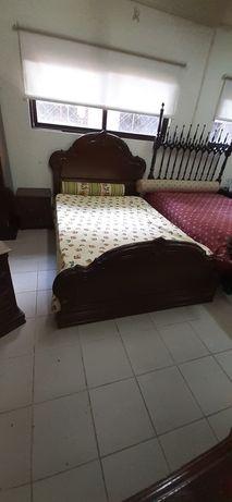 Cama de casal,cómoda e 2 mesinhas de cabeceira