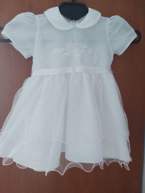Biała sukieneczka sukienka (może na chrzest?)