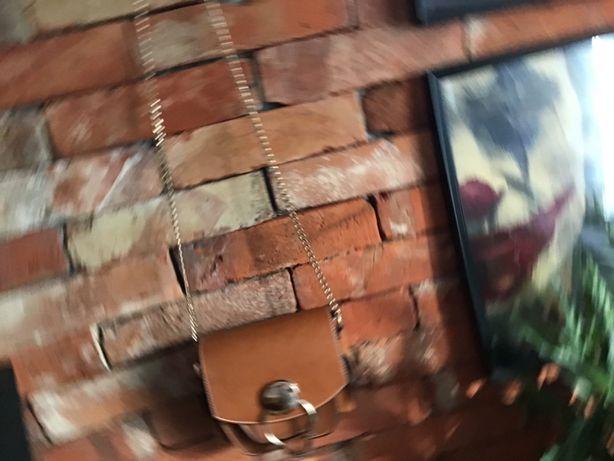 Cudna mała torebka w kolorze miodowym na łańcuszku złotym Top Secret