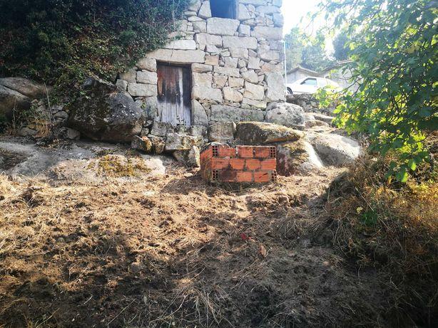 Casa Rústica unifamiliar em pedra com terreno