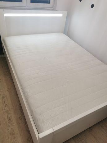 KOMPLET. Porządne łóżko z materacem.