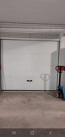Arrenda-se garagem Box
