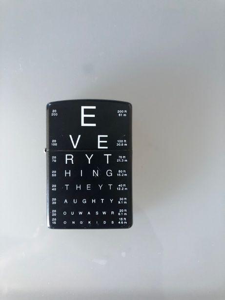 "ZIPPO ""Eye Chart"" Preto Mate (preço inclui envio)"