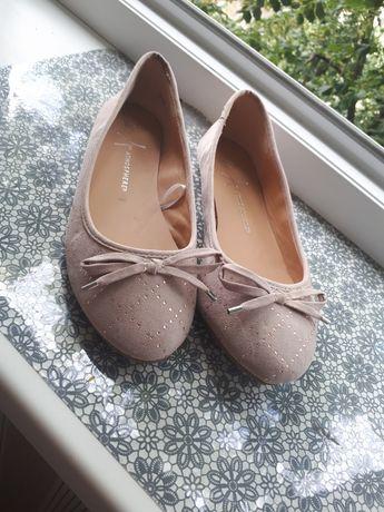 Взуття, балетки.