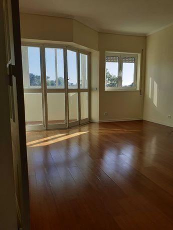 Apartamento T1 para Arrendar na Av. Infante Dom Henrique - Cascais