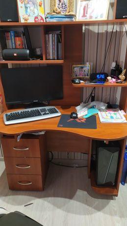 Стол компьютерный с полкой