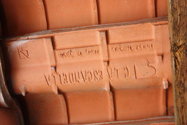 TELHAS de cerâmica redondas, nunca usadas; +- 1.400 . Vendo ou troco.