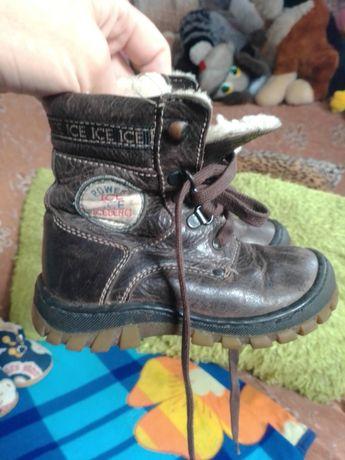 Продам обувь на малышей деми и зимнюю размер 21-23