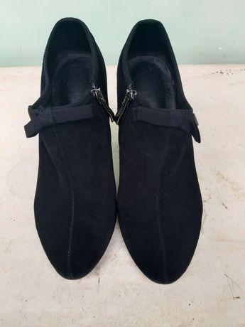 Продам туфли-ботинки замшевые