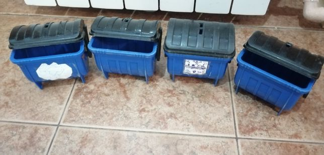 Мусорные баки мусоровоз