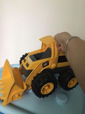 Трактор CAT большой