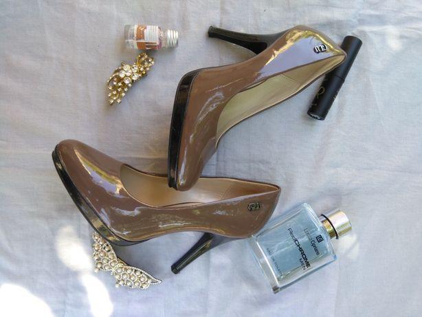 Женские туфли коричневые лакированные,туфли на каблуке