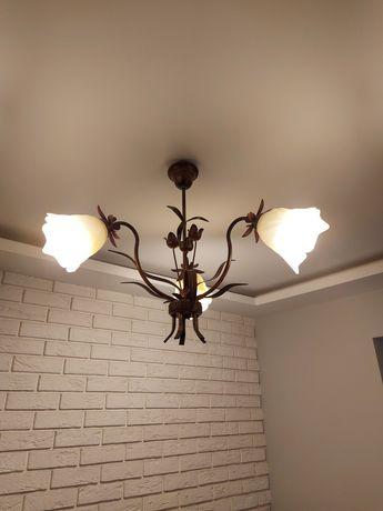 Lampa w kształcie kwiatów 3 ramiena