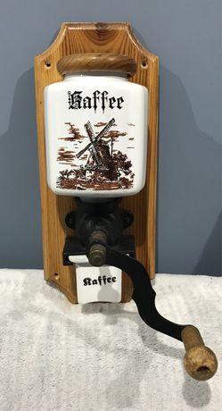 Młynek wiszący do kawy