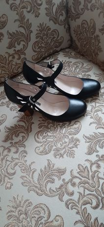 Новые туфли Pollini .оригинал Италия.размер 37