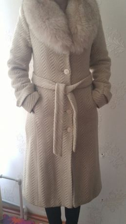 Натуральное шерстяное пальто женское зимнее с песцовым воротником