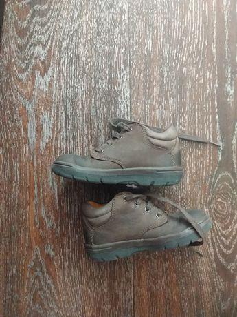Подам кожаные детские ботинки 21 размер