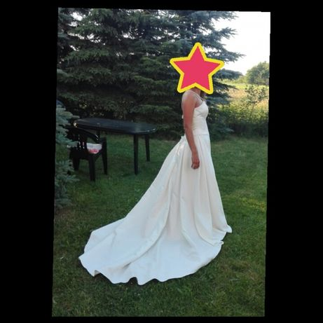 Suknia ślubna roz. 38, klasyczna, o perłowym kolorze z trenem
