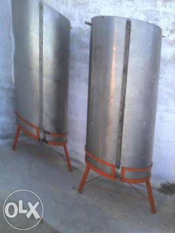 Depósito em inox c/ tripé de 1200 litros