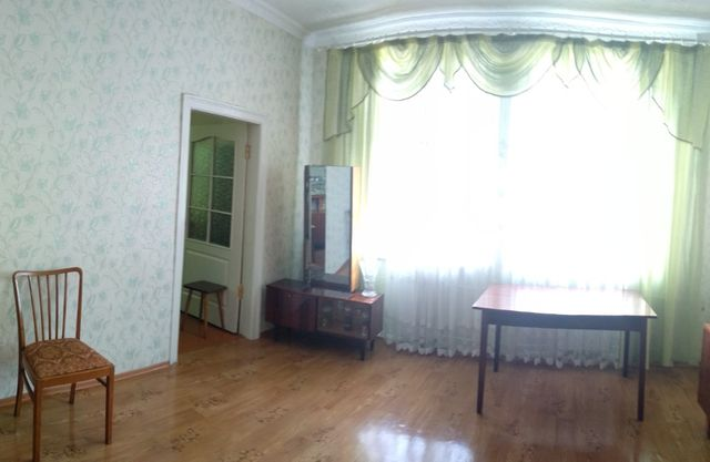 Двокімнатна квартира в двоповерховому будинку.