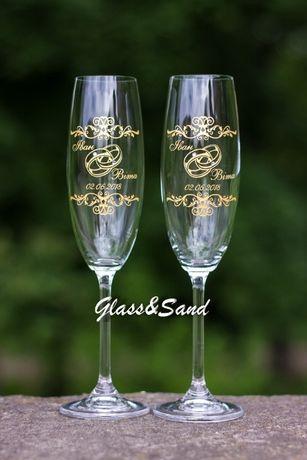 Свадебные бокалы с гравировкой и заливкой краски.