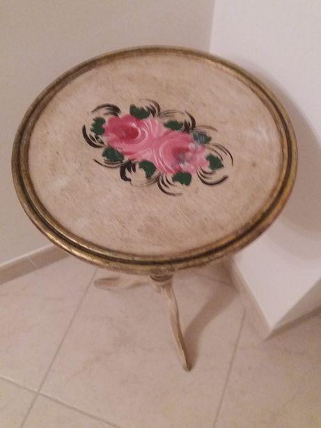 Mesa de tampo em madeira pintado a mão