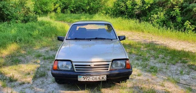 Автомобиль Opel Ascona 1986 года