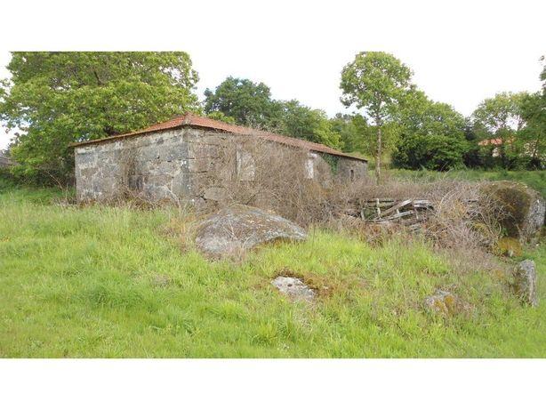 Moradia para restauro em Paredes de Coura