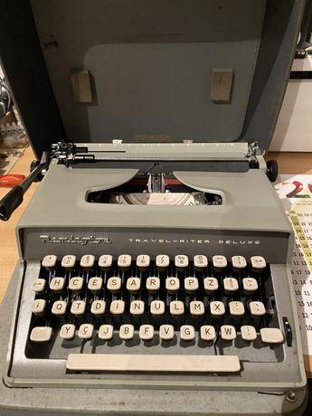 Maquina de escrever antiga com mala