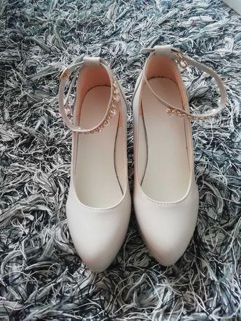 Nowe buty na obcasie rozmiar 35