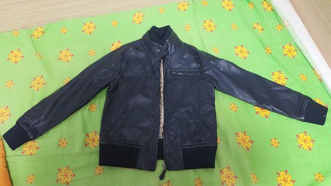 Продам демисизонную курточку на мальчика
