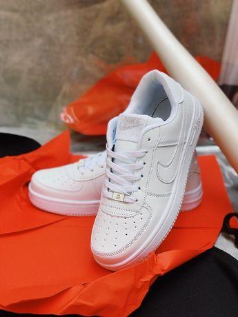 Кроссовки белые Nike Air Force низкие Nike Air Force TOP