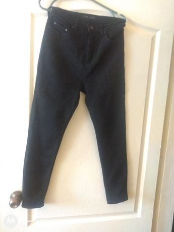 Чёрные джинсы скинни