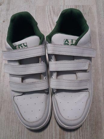 Кросівки білі на липучках