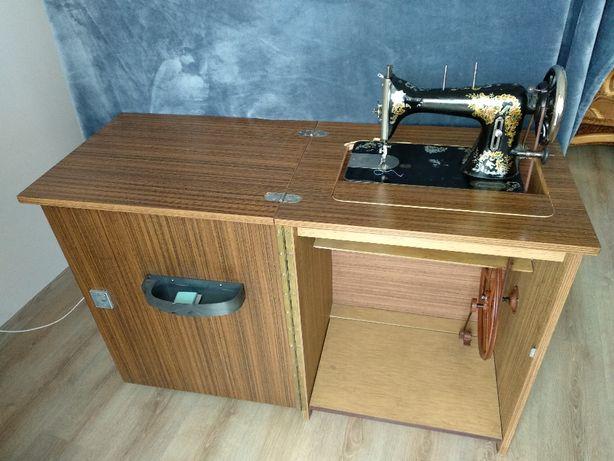 Maszyna do szycia (lata 30te) w szafce