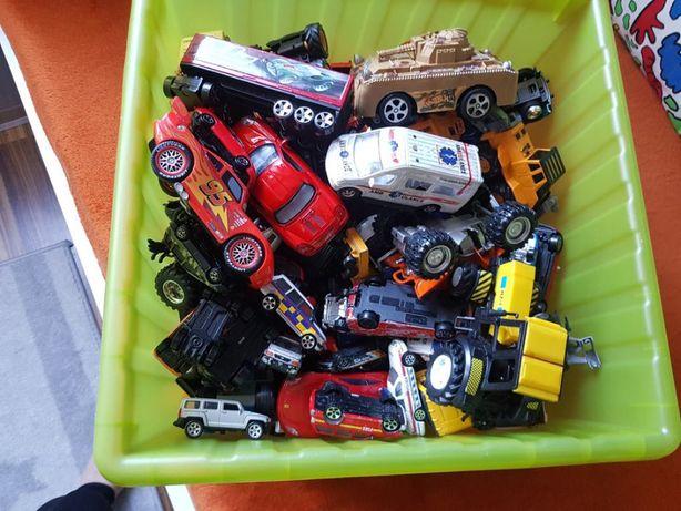 około 200 sztuk samochodów i innych pojazdów