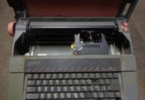 Maquina de Escrever anos 90 marca Facit Nossa Senhora de Fátima - imagem 1