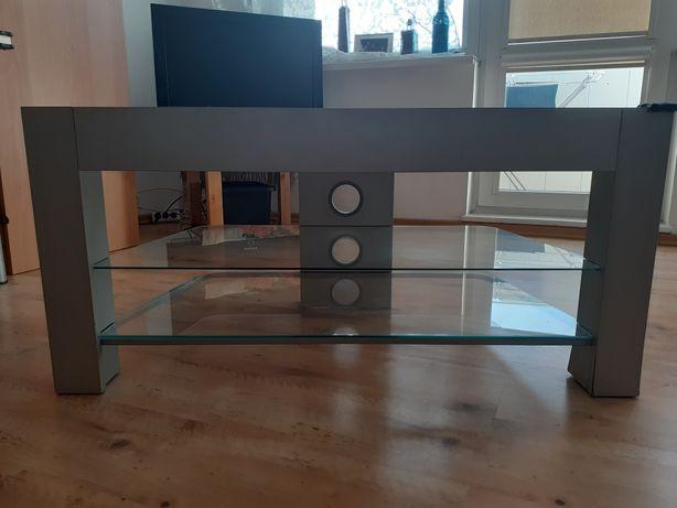 Stolik z szklanymi półkami Ikea.